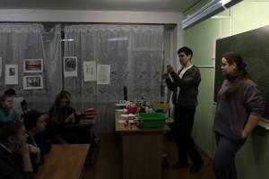 Илья объясняет как встать на лампочку