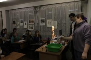 Почему не сгорает бумажная салфетка?